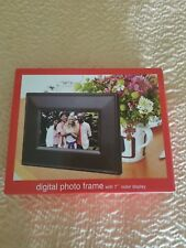 "Digital photo frame with 7"" color display"