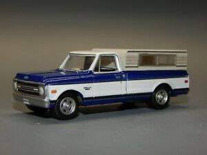 2Greenlight 1:64 scale 1971 Chevrolet C10 Cheyenne Blue w/ White Cove Camper