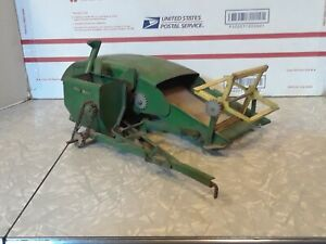 John Deere 12A pull-type grain combine 1/16th scale parts and repair no wheels