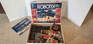 Classic ROBOTIX Expansion Series R-1100 Motorized Modular Building System w/Box