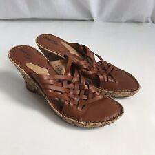BORN 'DRILLES Women Tan Woven Leather Straw Floral Wedge Slide Sandals 8/39
