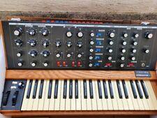 Moog Minimoog Voyager Analog Synthesizer Old School unbenutzter Zustand Mint
