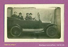 PHOTO CARTE-POSTALE 1920 : HOMMES DANS VIEILLE VOITURE, TACOT DÉCAPOTABLE - M170