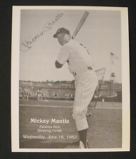 1982 Mickey Mantle Yankees Baseball Paramus Park Shopping Center Oddball Photo