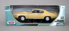 "1:18 Motormax 1969 Pontiac GTO ""Judge"" - Goldenrod Yellow"