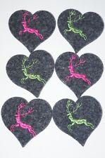 82cdbf001dcb1 6 Herzen aus Wollfilz mit aufgesticktem Hirsch Dunkelgrau Pink und Apfelgrün