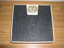 VINTAGE DAINTY-MAID METAL BATHROOM SCALE