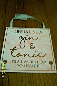 """WOODEN SQUARE PLAQUE """"LIFE IS LIKE A GIN & TONIC"""" PINK WITH GOLD 15 cms BNWT"""