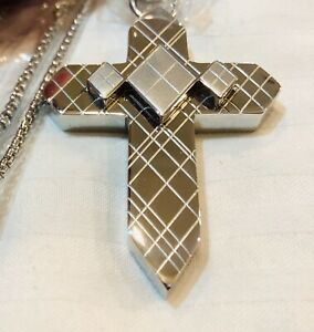 Simmons Jewelry Co 3D Cross Statement Stainless Steel Dog Tag Necklace