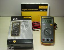 1pcFluke 106 Palm-sized Digital Multimeter Professional in the palm of your hand