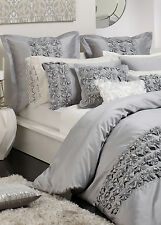 New PRIVATE COLLECTION CAMILLE SILVER QUEEN Quilt Doona Duvet Cover Set RRP $240