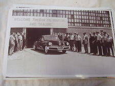 1948 TUCKER WELCOME DEALERS  AND CAR 11 X 17  PHOTO /  PICTURE