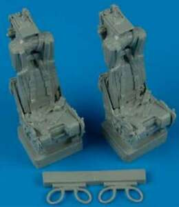 1/32 F4 Ejection Seats w/Safety Belts 8110789006987