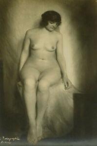 Sitzender weiblicher Akt original Fotografie Jugendstil Art Deco