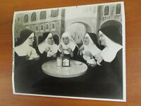"Vintage Glossy Press Photo A Chorus Line of 5 Wacky Nuns in "" Nunsense "" 1988 #4"