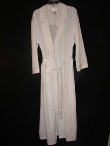 New with Tag Cabernet Sleepwear White Robe with Embroidered Trim Size Large