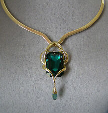 "made with SWAROVSKI EMERALD CRYSTAL ELEMENTS PENDANT & ""SCOOP V"" COLLAR NECKLACE"