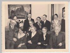 (F18658) Orig. Foto Verlobungsfeier, Gruppenbild i. Wohnung in Stuttgart 1935