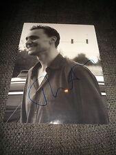 Tom Hiddleston signed autógrafo en 20x28 cm foto inperson Look