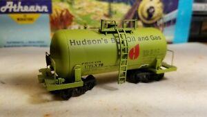 Atlas HUDSON'S BAY OIL & GAS.  HO green Tank Car. VINTAGE. Procor