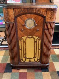 Silvertone 1827 Console Radio