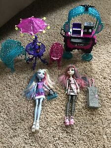 Monster High Scaris Café Cart City of Frights ~ Rochelle Goyle Abbey Bominable