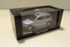VW Touareg 2006 Silver Blue met./arktissilberblau met. Minichamps 1:43