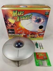Vintage Mars Attacks! MARTIAN FLYING SAUCER Pilot & Missiles Trendmasters 1996