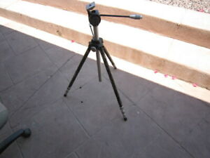 """QUICK SET Senior Proffesional Camera Stand Tripod Extends  28"""" to 6 Foot 6"""""""