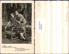 2006865,Frag nicht Spruch Text Mann m. Anzug Frau m. Kleid Stuhl Sessel Baum Wei