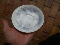 "RARE ROYAL ALBERT 1988 "" BLUE BLOSSOM""   MADE IN ENGLAND SAUCER"