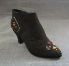 Raine Just The Right Shoe Queen Of Hearts M I B 2000 With C O A
