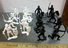 Vintage set of 16 plastic KNIGHT toy figures, 8 white, 8 black, from the 1960s