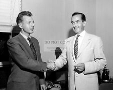 EDWARD R. MURROW & RICHARD C. HOTTELET CBS NEWS - 8X10 PUBLICITY PHOTO (AZ869)