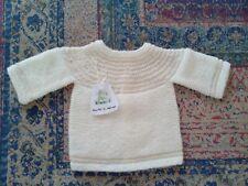 Jersey bebé. Hecho a mano. Realizado en perlé y lana crudo. Recién nacido.