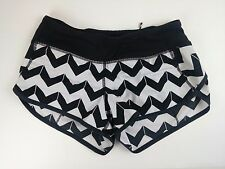Lululemon Run Speed Short Black & White Stripe Chevron Rare - Size 2 shorts