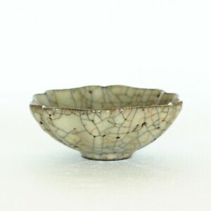 A Chinese Ge-Kiln Bowl Southern Song Dynasty.