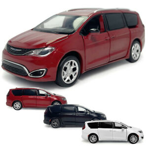 1:32 Scale Chrysler Pacifica MPV Model Car Netal Diecast Toy Vehicle Kids Gift
