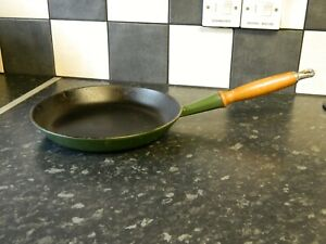 le creuset cast iron frying pan in green size 26