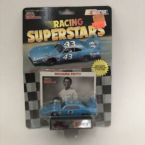 #43 - RICHARD PETTY - 1970 PLYMOUTH SUPERBIRD - LARGE REAR WING - RC1991 - 1:64
