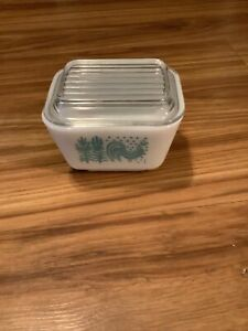 Vintage 501 1 1/2  cup. Amish Butterprint Pyrex Refrigerator Dish With Lid