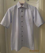 Maschinenwäschegeeignete klassische Kurzarm Herrenhemden mit Kentkragen Olymp