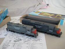 Modelleisenbahn 2xUS-DiesellokSouthern Pacific 1xGP38-2 1xSD40T-2Athearn OVP
