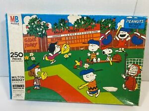 Vintage Peanuts Baseball 250 Piece Jigsaw Puzzle Snoopy Charlie Brown Complete