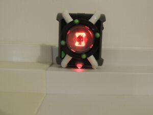 BEN 10 Ten Original Deluxe Omnitrix Watch Lights Sounds Playmates Works Great