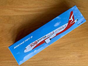 Qantas Boeing 787-9 100th Anniversary Model Plane 1/200 Airplane VH-ZNJ & Stand