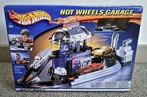 2002 Mattel Hot Wheels Garage Play Set with Silver Pickup • SEALED