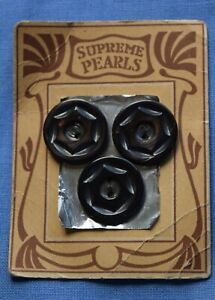 0053 Antique Supreme mother of pearl shell button card, plain graphic