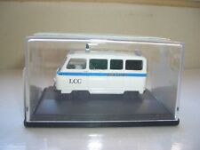 Oxford 76JM004 JM004 1/76 OO Scale Morris J2 Ambulance London LCC