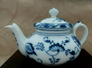 vintage 1930s TK THUN Czechoslovakia BLUE ONION 1 cup TEA POT & separate INFUSER
